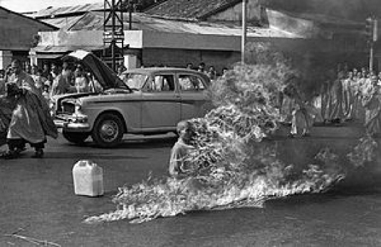 burning Vietnamese monk