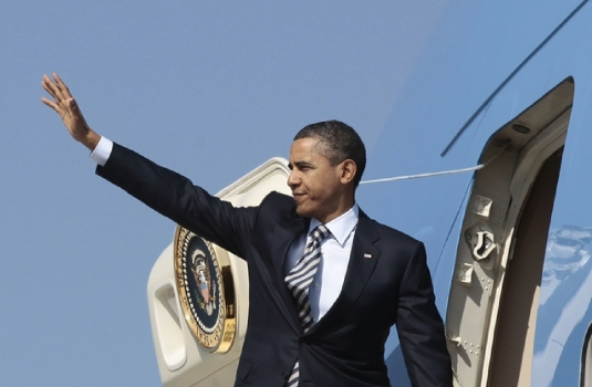 Obama Air Force One waving