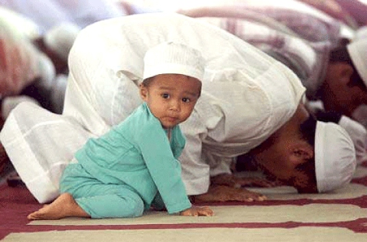 Muslims praying 1