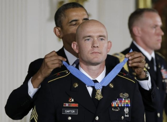 Obama presenting medal of honor