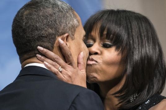 Barack and Michelle - kiss kiss