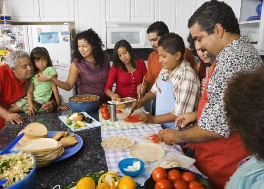 family_eating_dinner