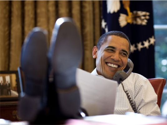 Obama feet on Desk 2