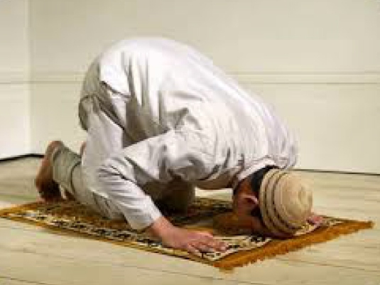 a Muslim at prayer 1a