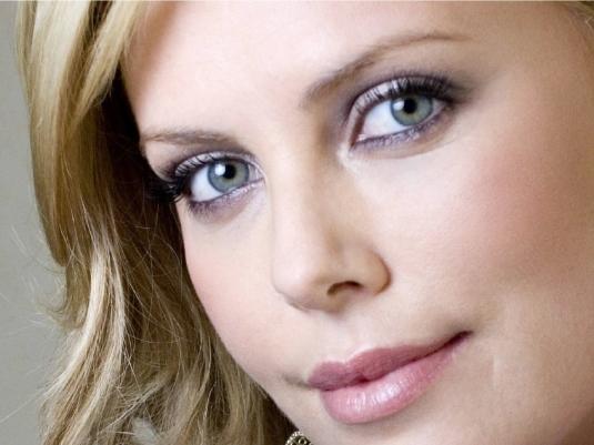 Charlize - beautiful 1a