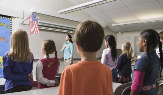 children pledging allegiance